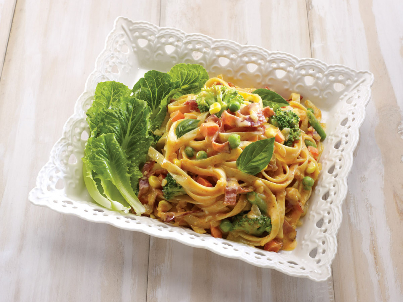 Vegetable Pasta with Spicy Tomato Sauce