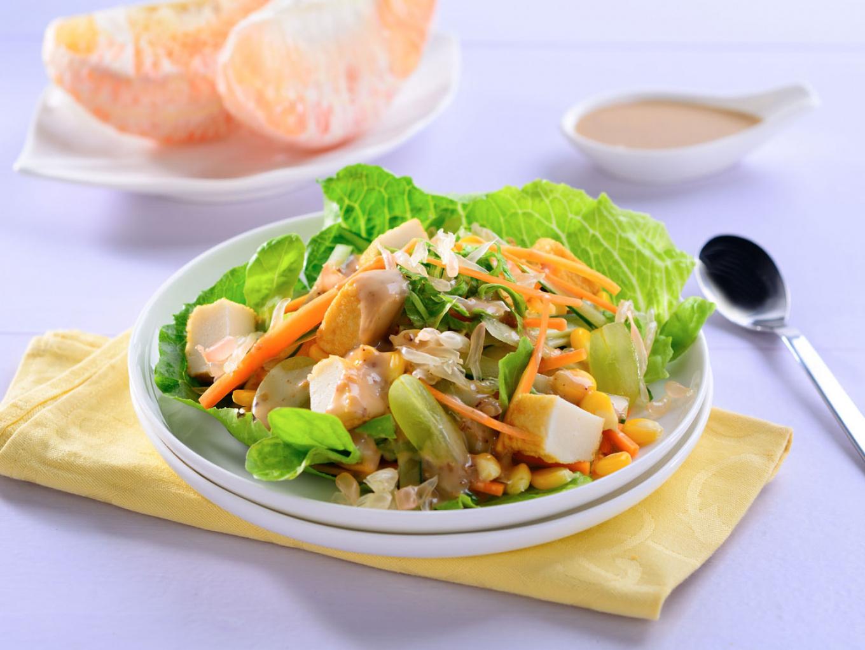 Salad Segar dengan Wijen Sangrai