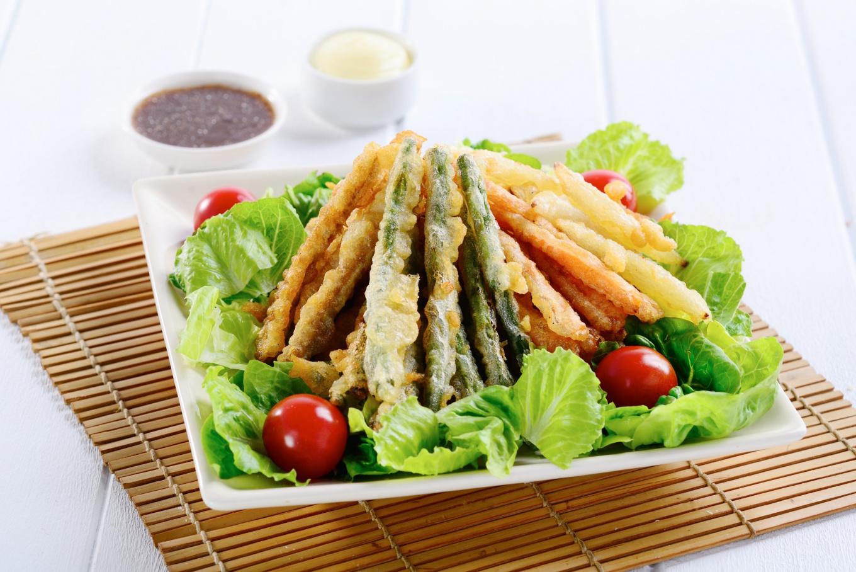 Salad dengan Tempura Sayur