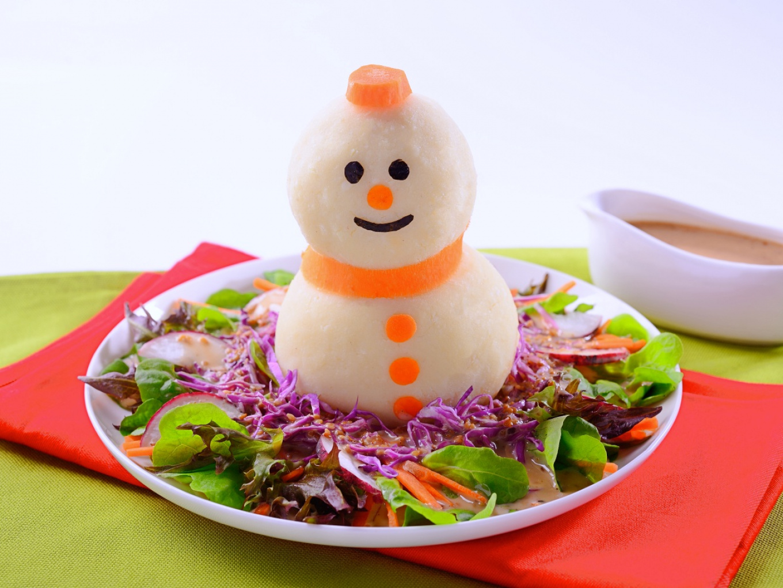 Boneka Salju dengan Salad Sayuran