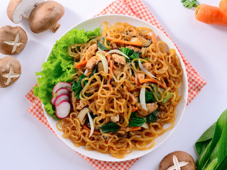 Shirataki and Vegetables Stir-fry