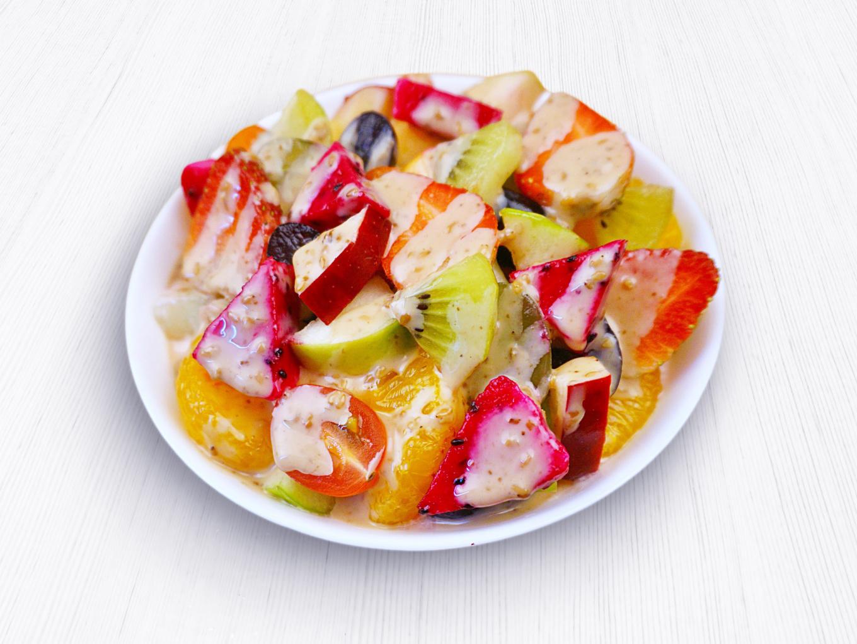 Salad Buah dengan Wijen Sangrai